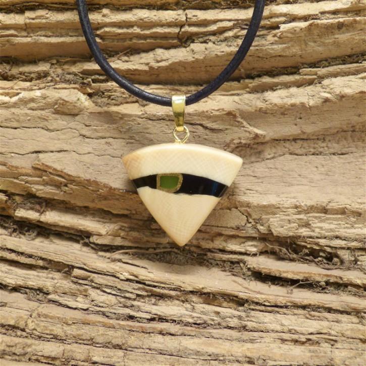 Dreieckanhänger mit Jade