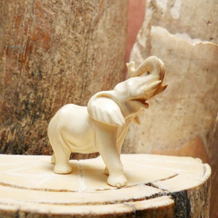 Elefant aus Mammutelfenbein