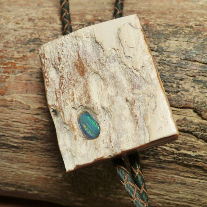 Bola aus Mammutrinde mit Opal