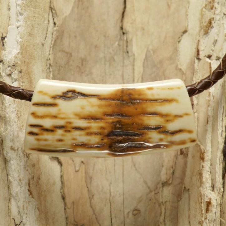 Rindenstück toll strukturiert am Lederband