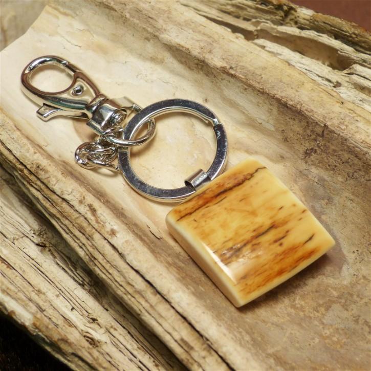 Schlüsselanhänger mit brauner Mammut-Rinde