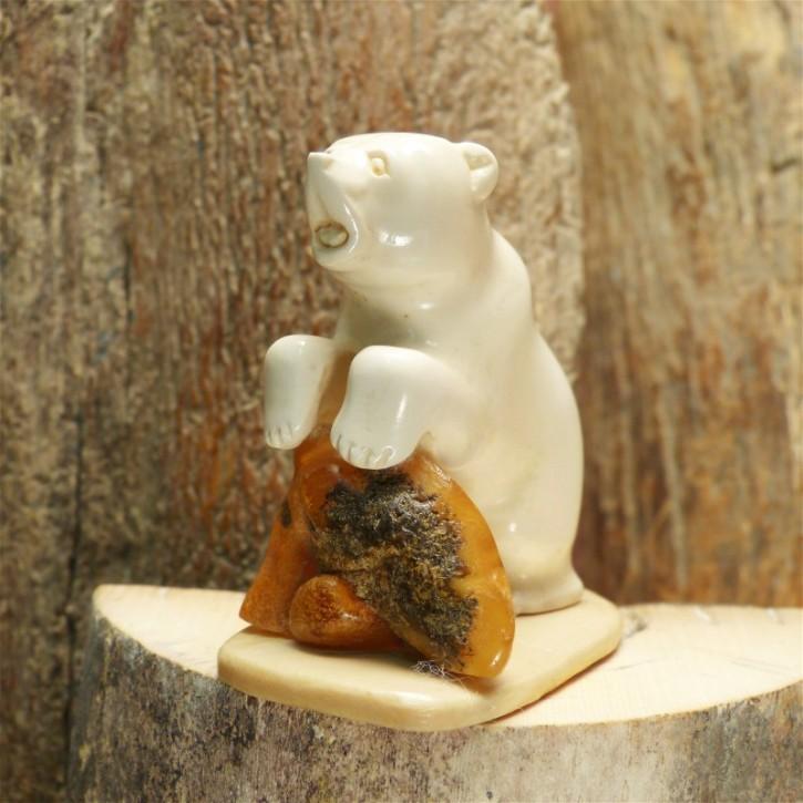 kleiner Bär mit Bernstein