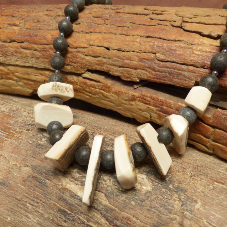 große rustikale Mammutkette mit Lava