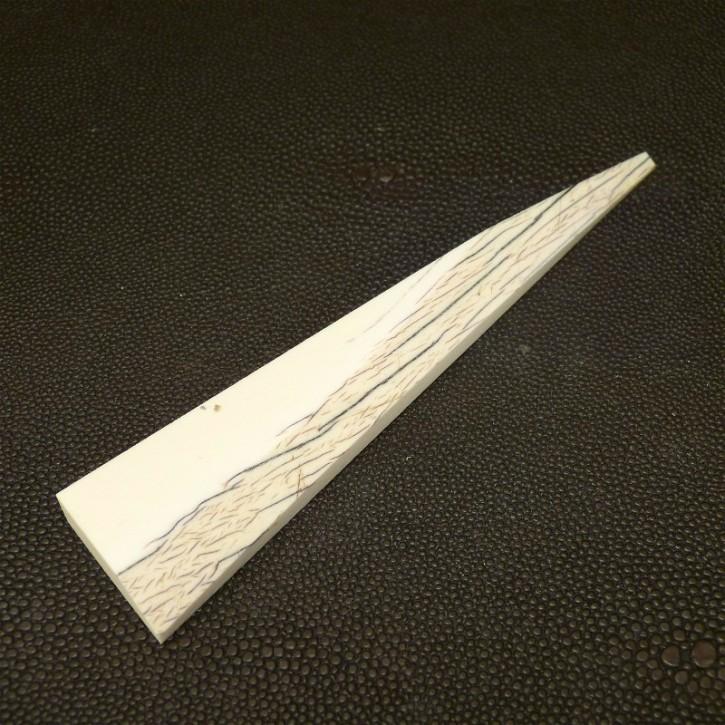 Dreieck mit Rindenstruktur ca.123x26-3mm