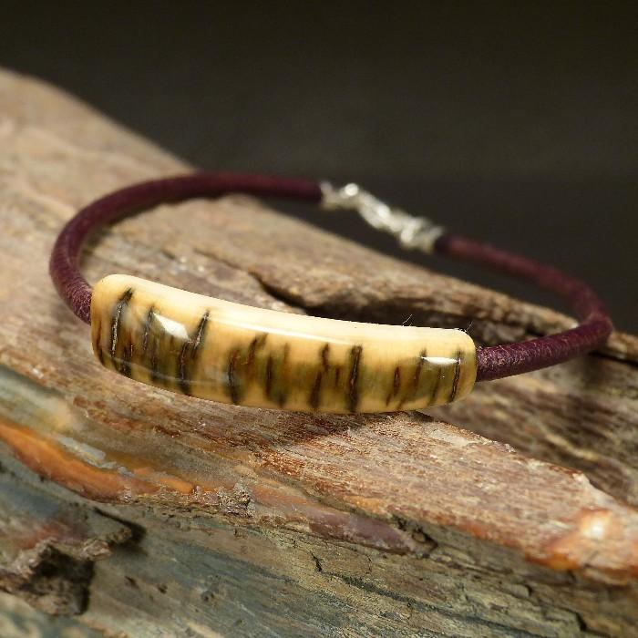 Armband mit schöner Rindenfärbung