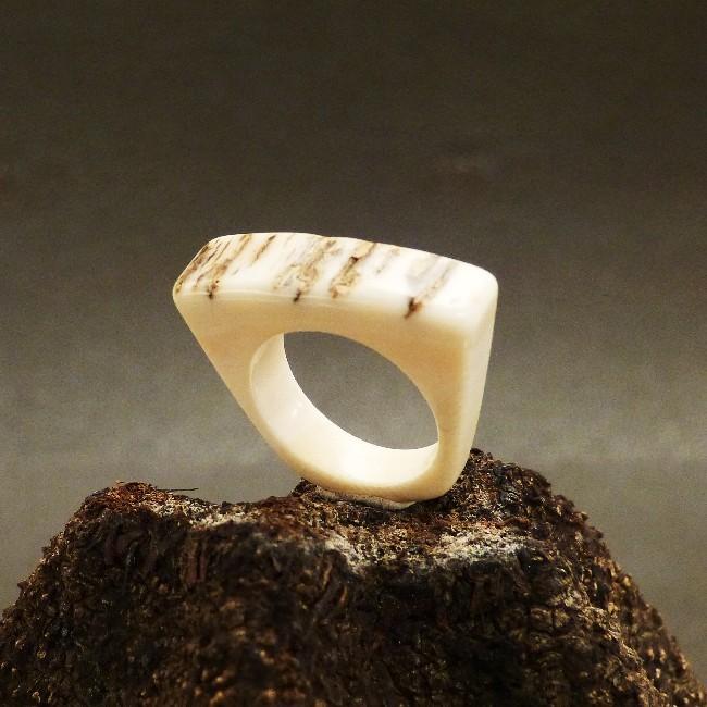 kantiger Ring mit Rindenstruktur W16,5