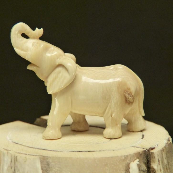 Elefant klein aus cremefarbenem Mammutelfenbein
