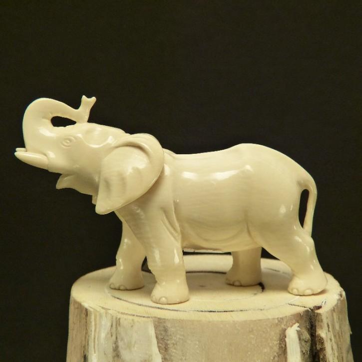 Elefant aus Mammut-Elfenbein