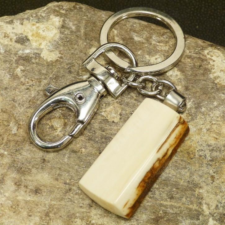 Schlüsselanhänger mit brauner Rinde