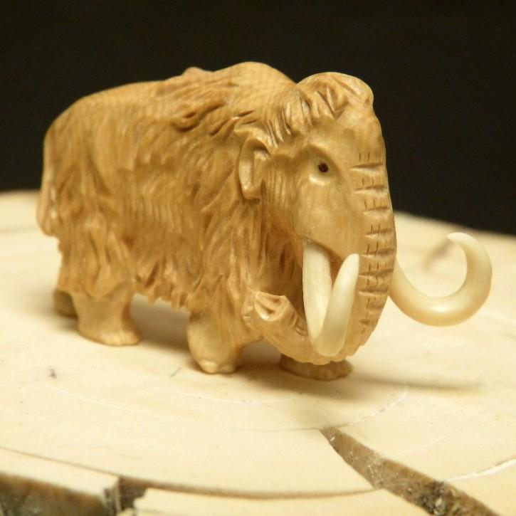 Mammut aus braunem Mammut-Elfenbein