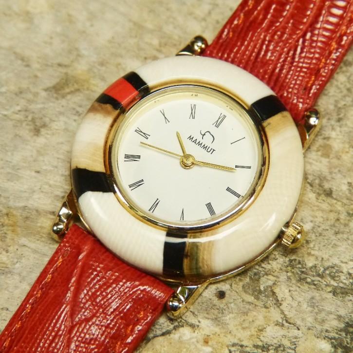 Mammut-Uhr mit Koralle