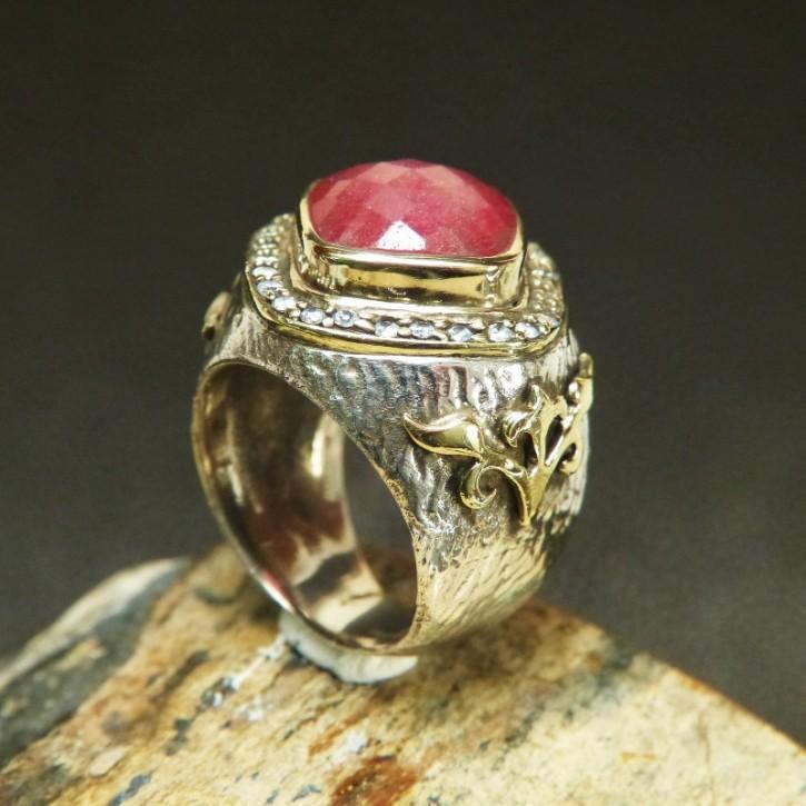 auffälliger Silberring mit Rubin und Weißtopasen W19,4