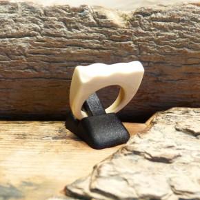 Ring mit gewellter Kante W16,8