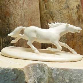trabendes Pferd aus Mammutelfenbein
