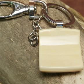 Schlüsselanhänger mit gesprenkelter Rinde