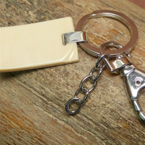 Schlüsselanhänger aus heller Mammutrinde