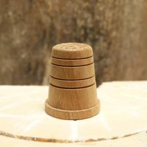 Fingerhut aus Nussbaum