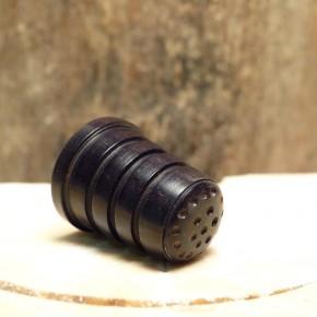 Fingerhut aus Ebenholz