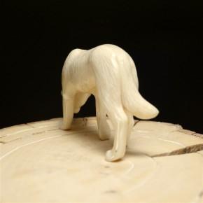 Wolf aus Mammut-Elfenbein
