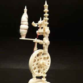 Spinnrad aus Mammut-Elfenbein