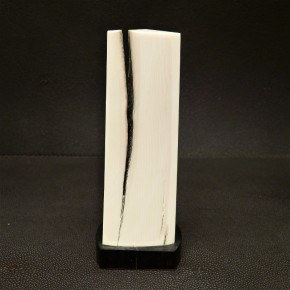 Dreikant-Stele aus Mammut-Elfenbein
