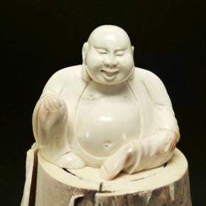 Buddha aus Mammut-Elfenbein