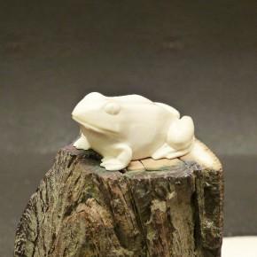Frosch aus Mammut-Elfenbein