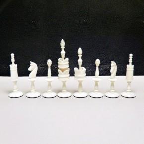 Schachfiguren aus altem Elfenbein