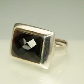 schwerer Silberring mit facettiertem Onyx