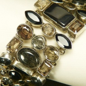 breites Silberarmband mit Quarz und Onyx