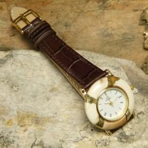 Mammut-Uhr mit Bernstein