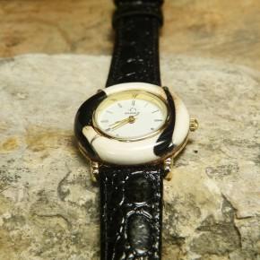 Armbanduhr mit Mammut