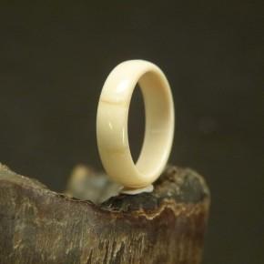 Mammut-Ring mit leichten Färbungen W19,1
