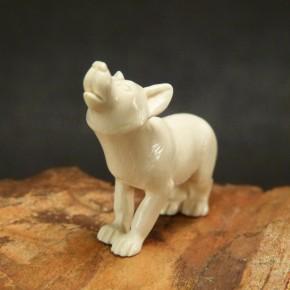 heulender Wolf aus Mammut-Elfenbein