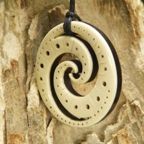 Doppelspirale aus Mammut und Ebenholz