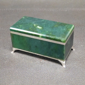 kleine Schmuckdose/Zahndose mit Nephrit