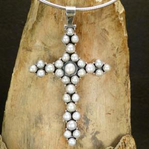 Silberkreuz mit Süßwasserperlen