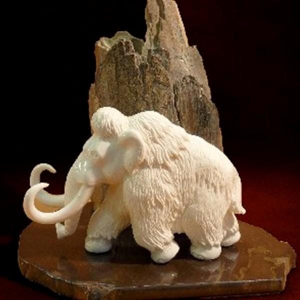 Mammut mit Fels