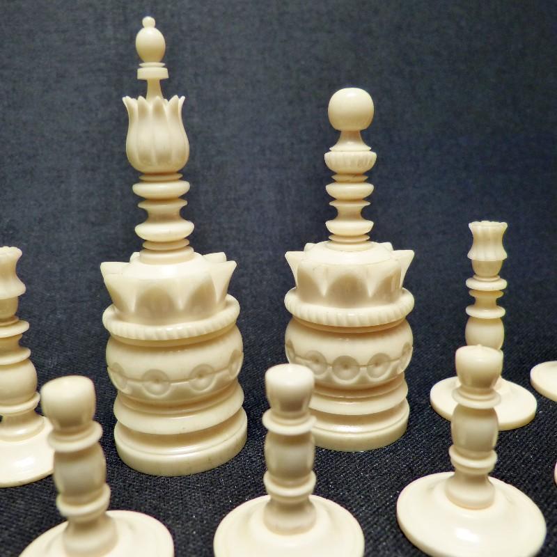 Schach Rot-weiß Bein8