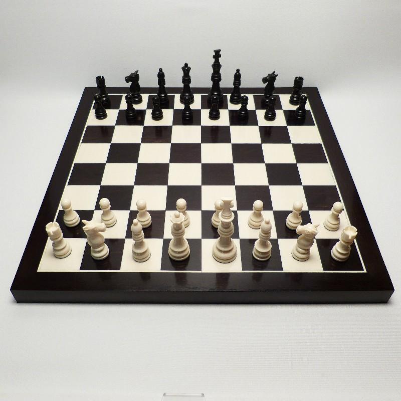 Schachfiguren Mit Brett1