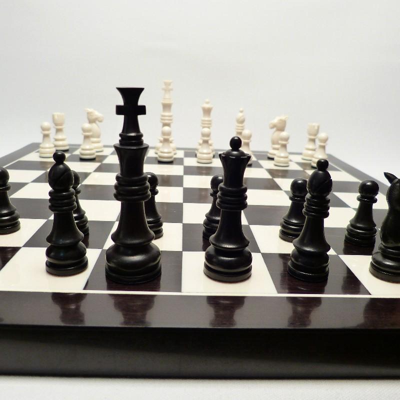 Schachfiguren Mit Brett11
