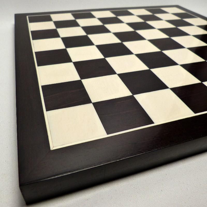 Schachfiguren Mit Brett13