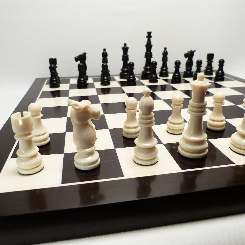 Schachfiguren Mit Brett4