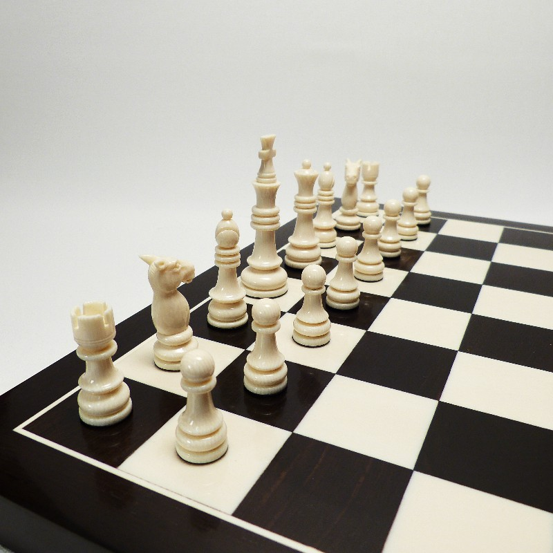 Schachfiguren Mit Brett8