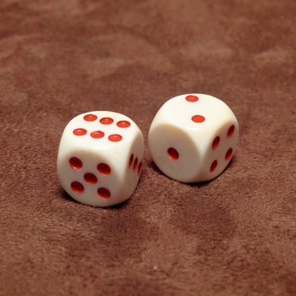 Würfel mit roten Punkten