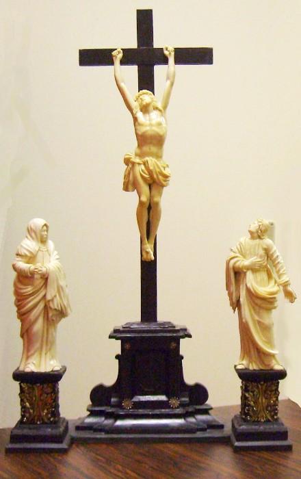 Altarkreuz in neuem Glanz