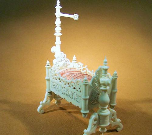 Miniatur-Babywiege beweglich